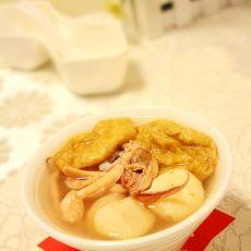 油面筋鱿鱼汤的做法