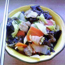 五花肉炒木耳白菜片