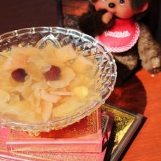 银耳雪梨莲子汤-润肺的甜蜜饮品