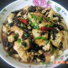 黑木耳炖豆腐的做法