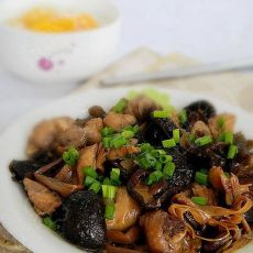 金针香菇蒸鸡腿的做法