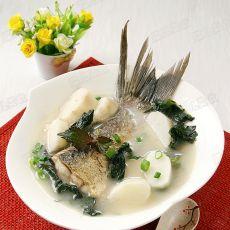紫苏山药花鲢鱼尾汤的做法