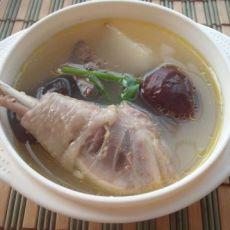 山药红枣炖鸡汤的做法