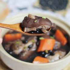 黑豆猪蹄汤的做法