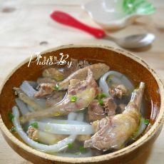 花生汤粉炖乳鸽