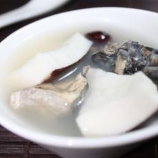 椰子牛奶竹丝鸡汤