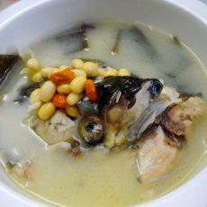 海带黄豆鱼头汤的做法