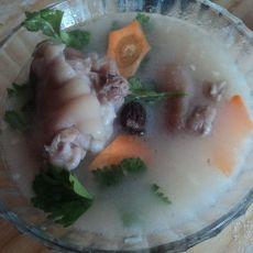 百合猪蹄汤的做法