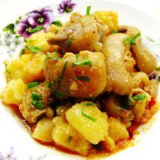 米豆腐焖猪蹄的做法