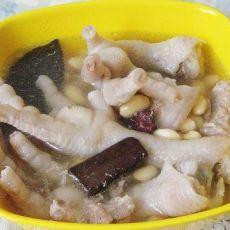 鸡爪五花肉炖黄豆的做法