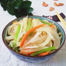 豆芽菜炒洋葱的做法