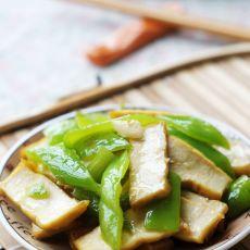 青椒炒卤豆干的做法