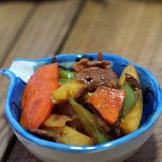 胡萝卜土豆炒肉的做法