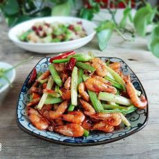 芹菜炒河虾的做法