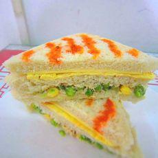 金枪鱼沙拉蛋三明治
