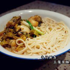 豆腐鱼酸菜汤粉的做法
