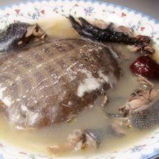 乌鸡炖甲鱼