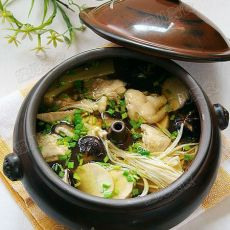 三鲜菇花雕汽锅鸡