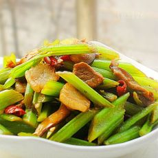 西芹香菇炒肉片的做法