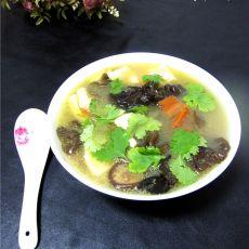 香菇木耳豆腐汤的做法