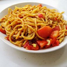 西红柿鸡蛋炒面的做法