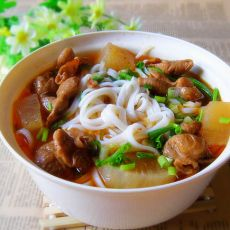 砂锅肥肠长寿米粉的做法
