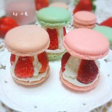 奶油草莓马卡龙塔