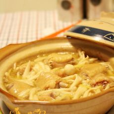 海鲜菇鸡翅煲