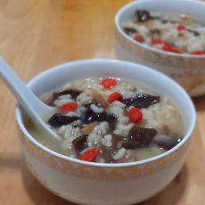黄花菜木耳米粥的做法