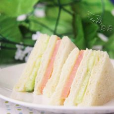 火腿黄瓜三明治