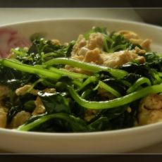 10分钟家常菜――香芹叶炒鸡蛋