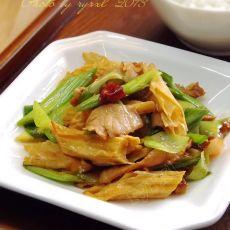 青蒜肉片烧腐竹的做法