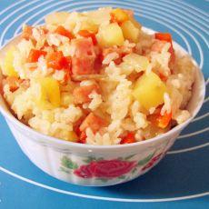 胡萝卜土豆洋葱香肠焖饭的做法