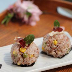 火腿红米肉松饭团