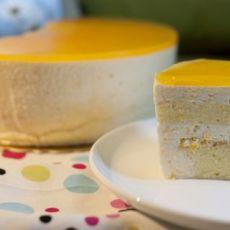 清凉的夏日礼物-黄桃慕斯蛋糕