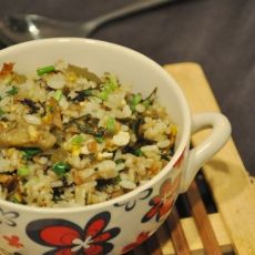 酸菜鸡蛋炒饭的做法