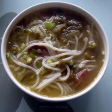 酸菜腊肠米线