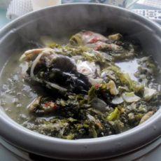酸菜炖胖头鱼的做法