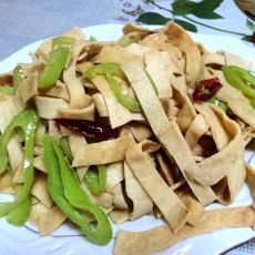 辣椒炒干豆腐皮的做法