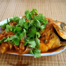 辣白菜炖鱼的做法