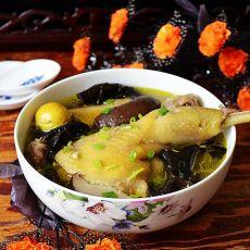 香菇木耳母鸡砂锅煲