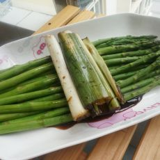 芦笋烧大葱的做法