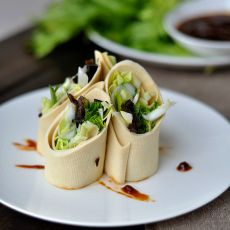 豆皮蔬菜卷蘸酱