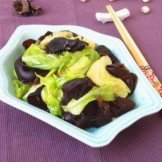 黑木耳炒圆白菜的做法