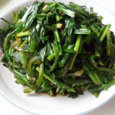 青辣椒炒韭菜的做法