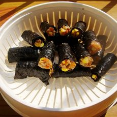 蒸玉米胡萝卜紫菜肉卷