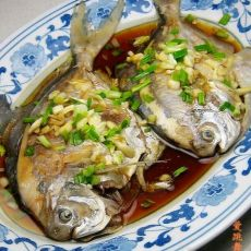 蒜味水煮鲳鱼