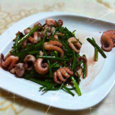 韭菜苔炒章鱼的做法