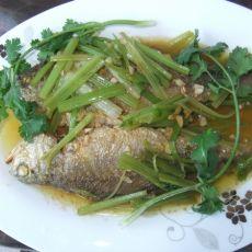 芹菜焖黄花鱼