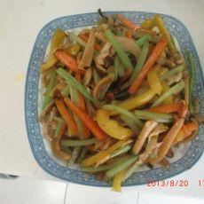芹菜炒墨鱼的做法